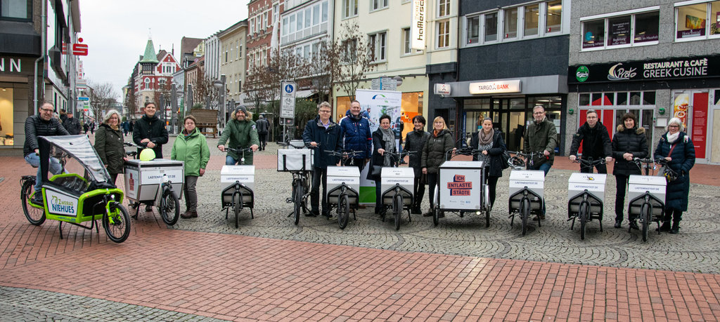 """Neun """"Ich entlaste Städte""""-Lastenräder in Hamm übergeben"""