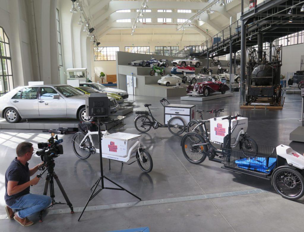 Der Bayerische Rundfunk bei den Drehvorbereitungen. Foto: Arne Behrensen/cargobike.jetzt