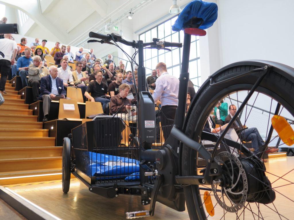 Die Ränge füllen sich. Foto: Arne Behrensen/cargobike.jetzt
