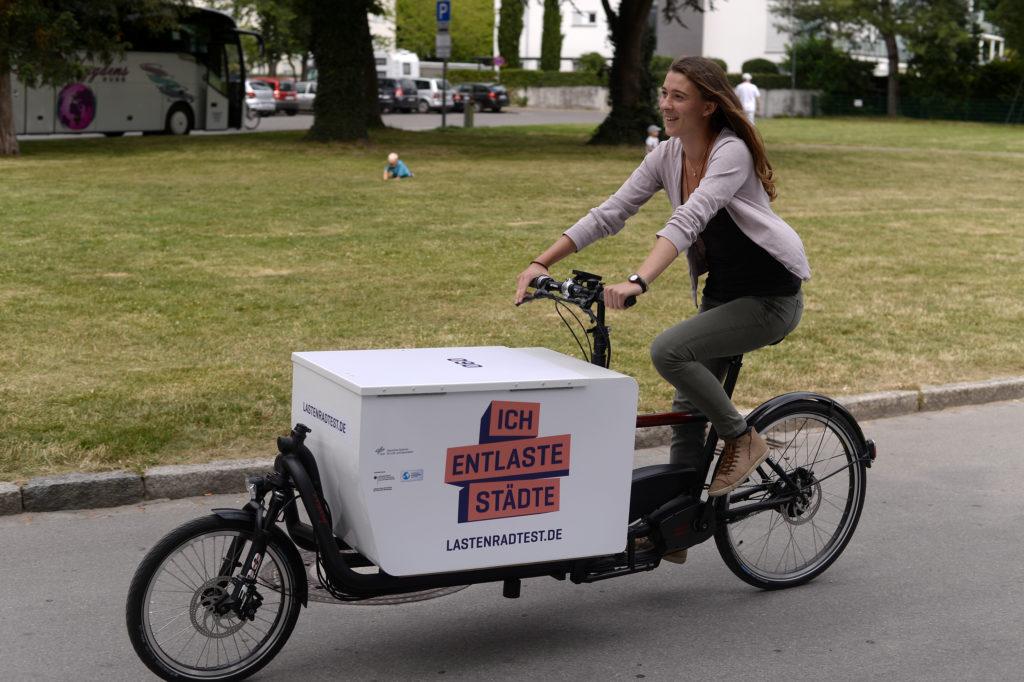 Erste Testerin am Bodensee: Astrid Müller vom Umweltamt Friedrichshafen. Bild: Lena Reiner, menschenfotografin.de