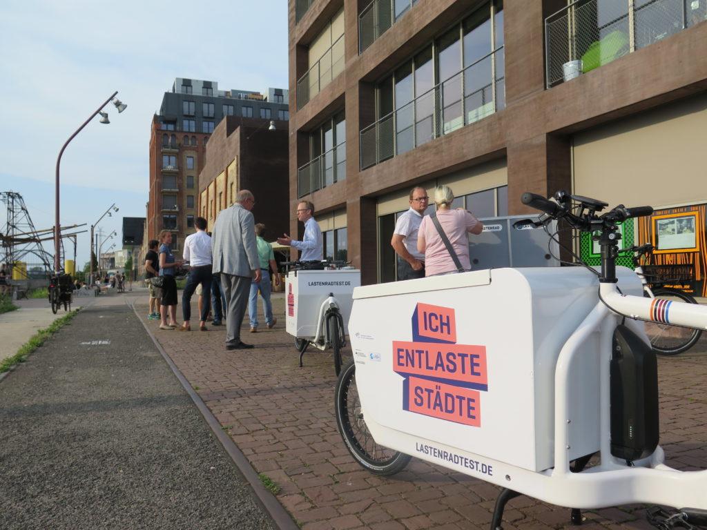 Testfahren auf dem Hafengelände rund um das Mannheimer Kreativwirtchaftszentrum C-HUB (Foto: Arne Behrensen)